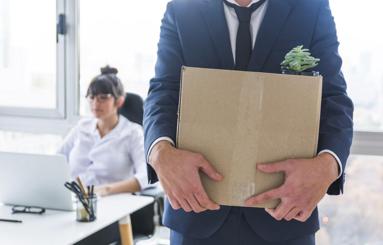 Imagem figurativa de despedimento - layoff